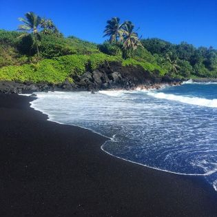 MM32 Waianapanapa Black Sand Beach